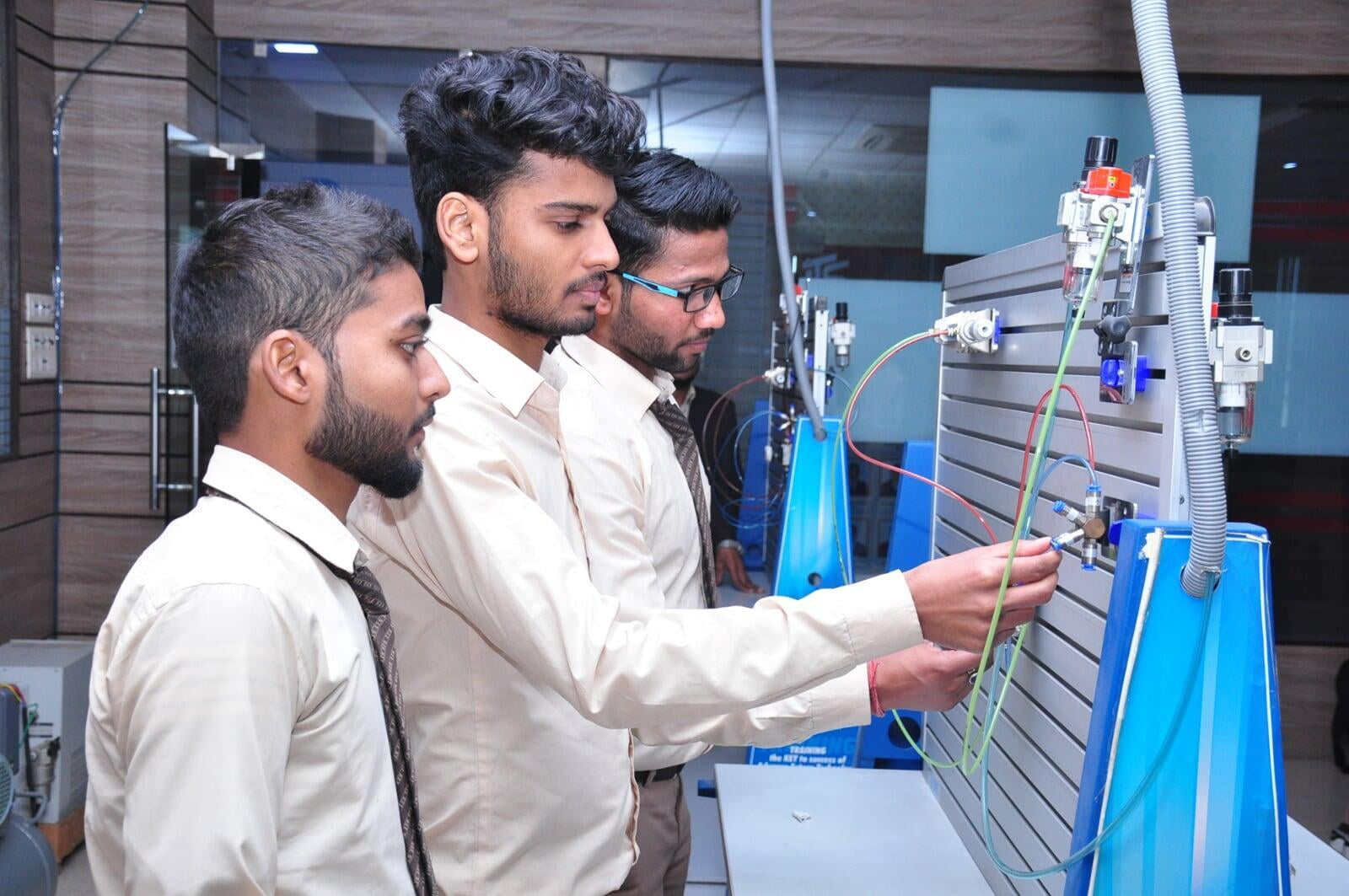 ITS Mechanical Engineering Lab with students