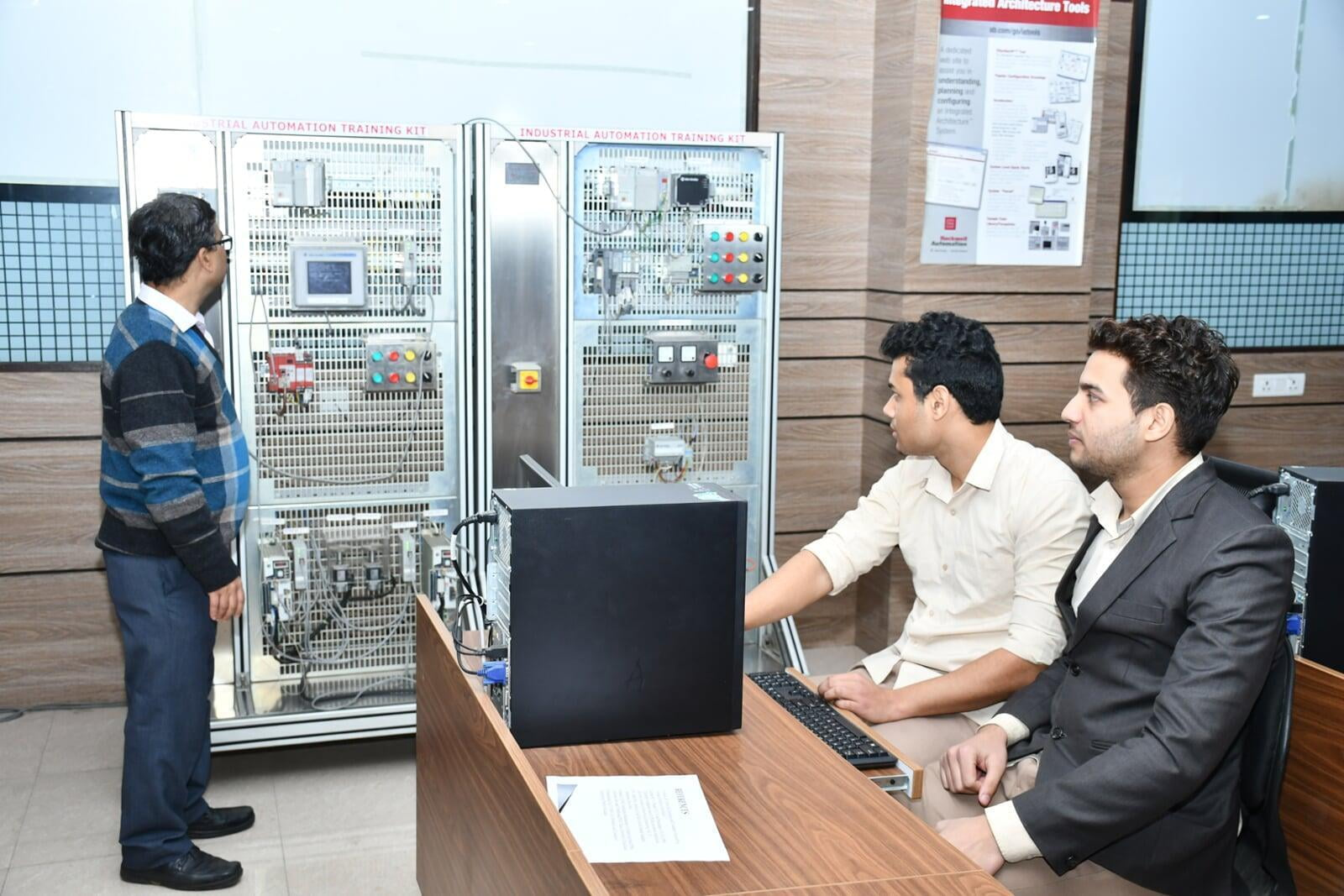 ITS Rockwell Automation Lab 1  with students
