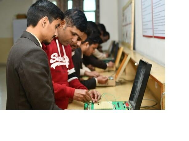 Digital Electronics Lab at ITS